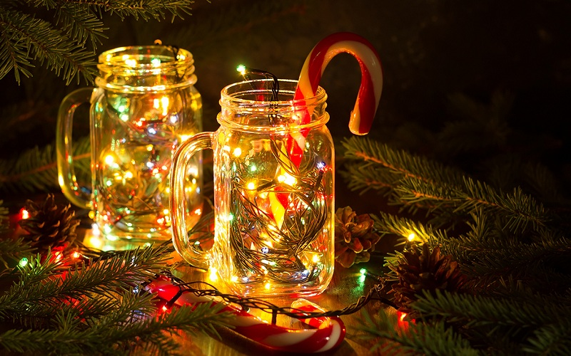 Jars with Christmas scenes