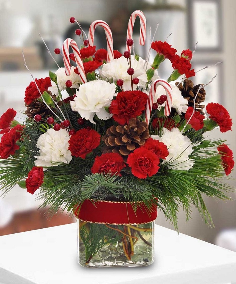 Centerpiece with roses and candy canes